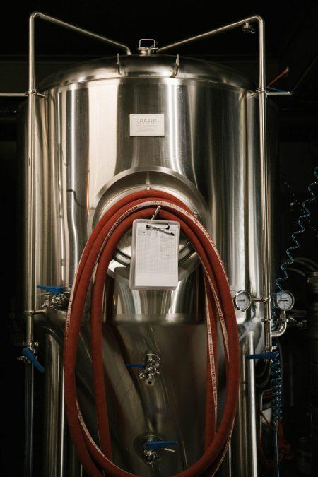 Sparkling wine fermentation tank
