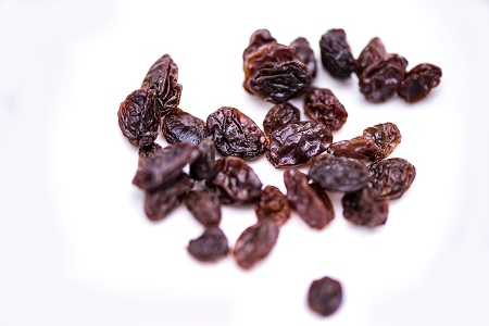 Small portion of raisins demonstrating different products that have sulphites